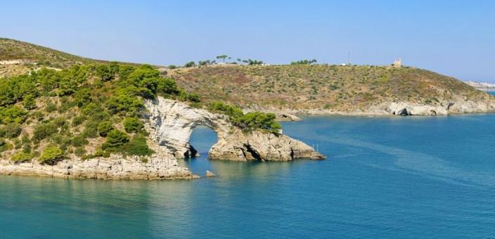 Un tuffo dove il mare è più blu: viaggio lungo la costa pugliese