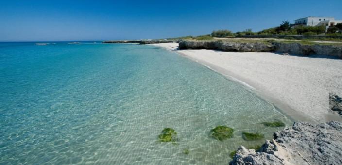 Le spiagge di Ostuni: scogli, sabbia e macchia mediterranea