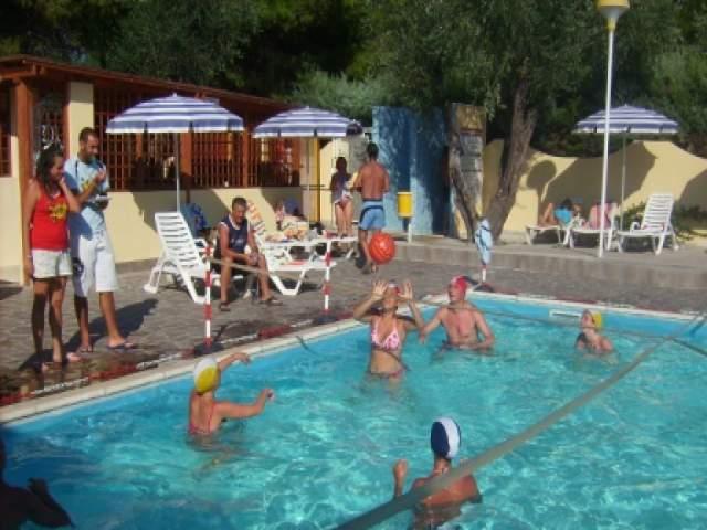 Offerta capodanno a vieste sul gargano con cenone di fine anno - Capodanno in piscina ...